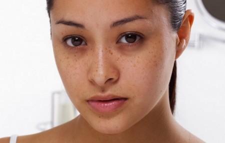 Cómo ocultar los círculos oscuros de los ojos con maquillaje