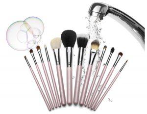 Cómo limpiar las brochas y pinceles de maquillaje